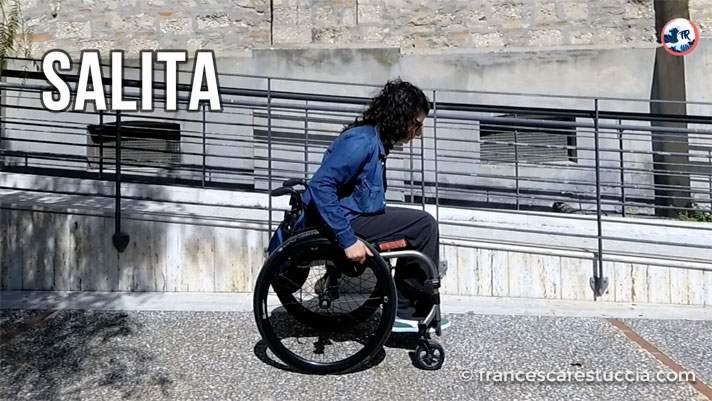 posizione tronco salita sedia a rotelle