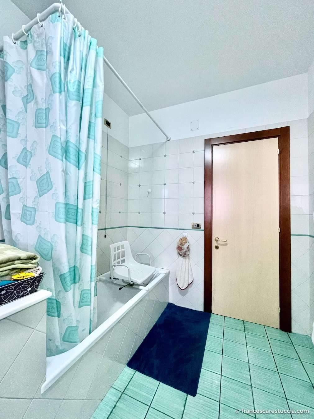 bagno accessibile vasca disabili